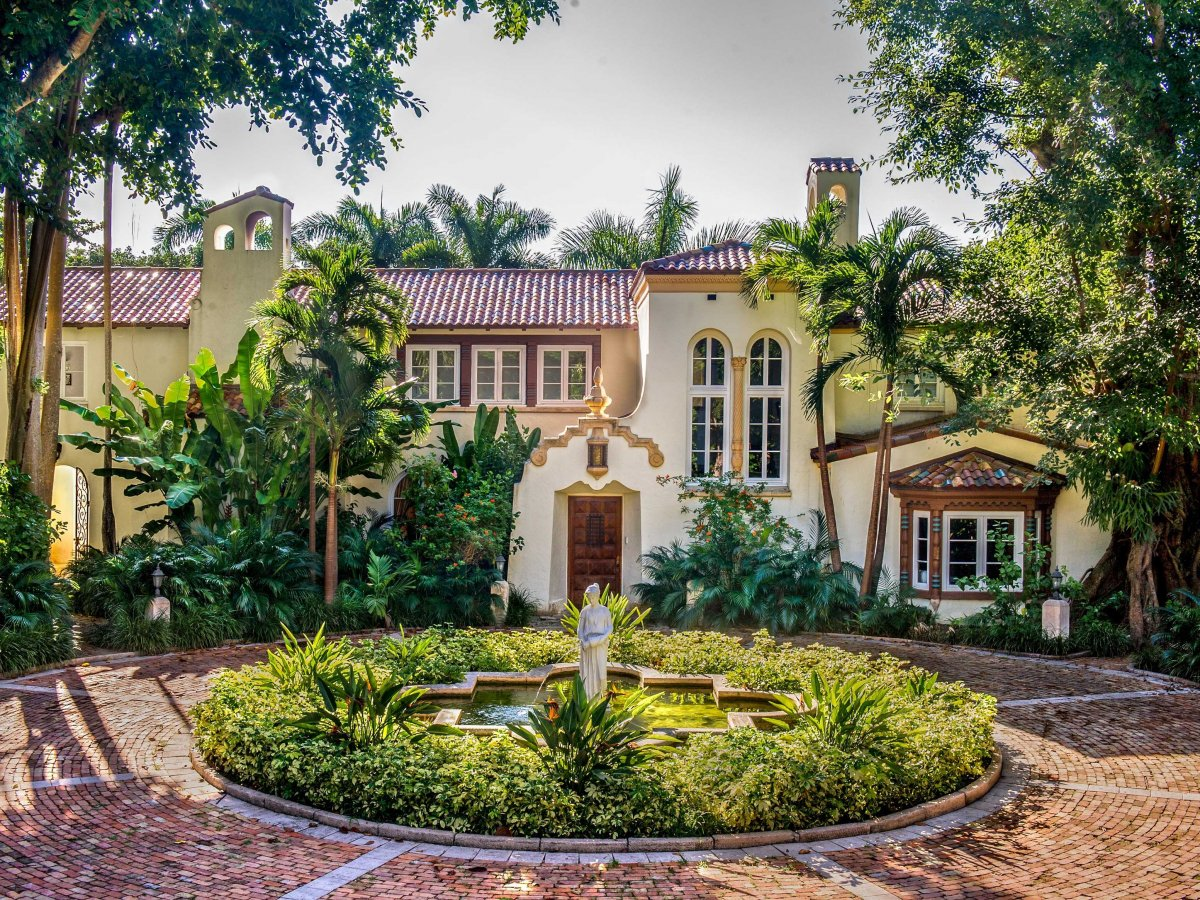 Mansion collection blog miami miami beach luxury homes for Mansion designer